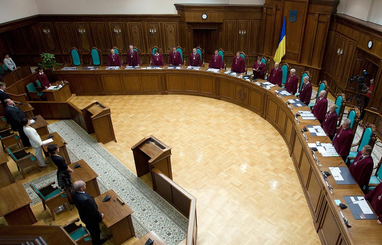 Курс в ЕС и НАТО: КС Украины закрепил отказ от внеблокового статуса