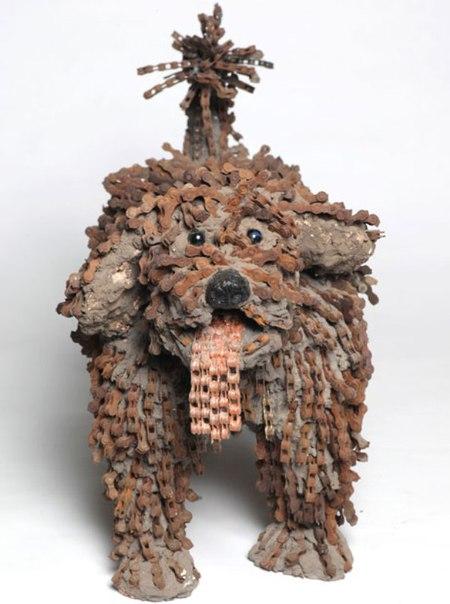 Скульптуры собак из велосипедных цепей.