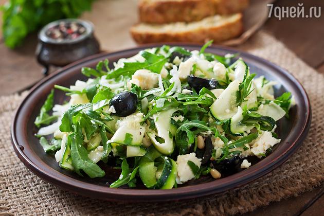 Пикантный салат из кабачков: рецепт от актрисы Лизы Арзамасовой