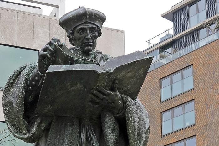 Памятник Эразму Роттердамскому.