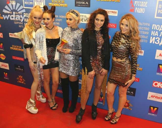 фото группы блестящие в юбках вашим вопросом для