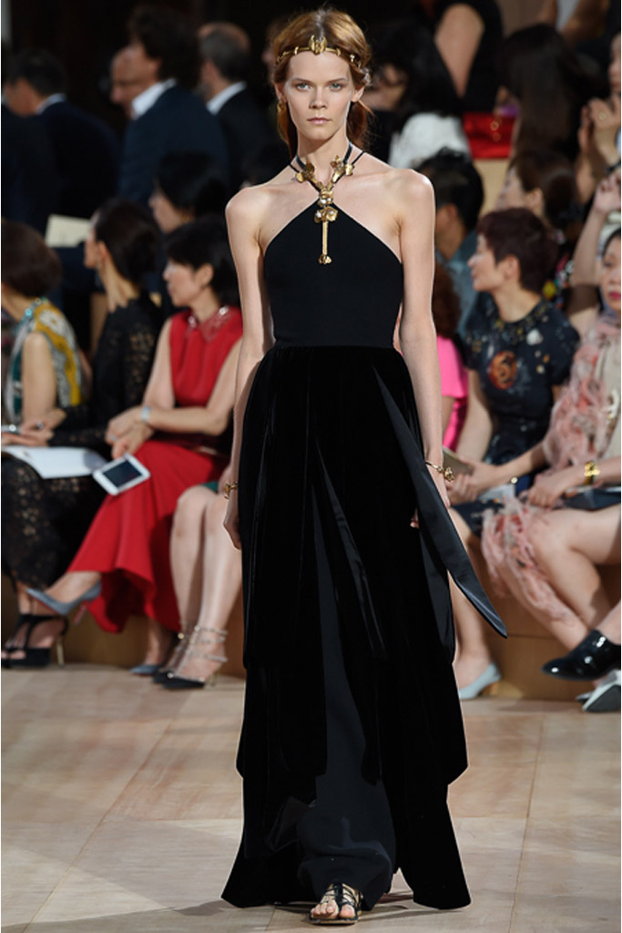 Мистический Рим в коллекции Valentino осень 2015 Couture