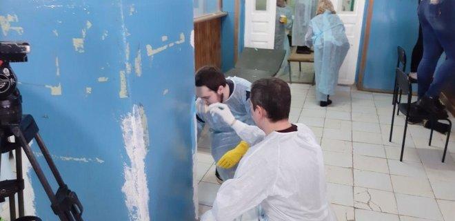 Пример другим чиновникам: в Сети оценили инициативу Чекуновой, вышедшей на уборку больницы в Струнино