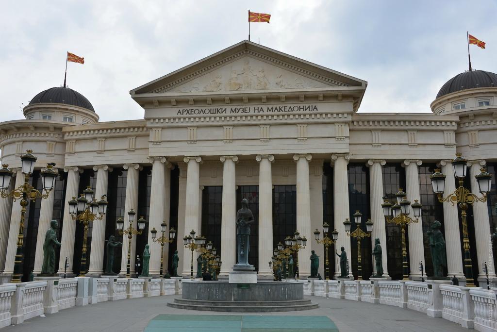 Отсюда  Македонский начал завоевание Мира: Монументальная пропаганда  Скопье
