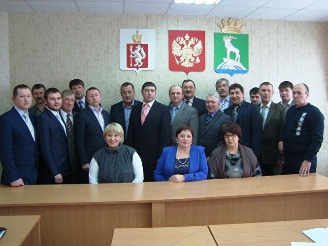 Александр Семенов (на фото – крайний справа) был депутатом Нижнесергинской думы