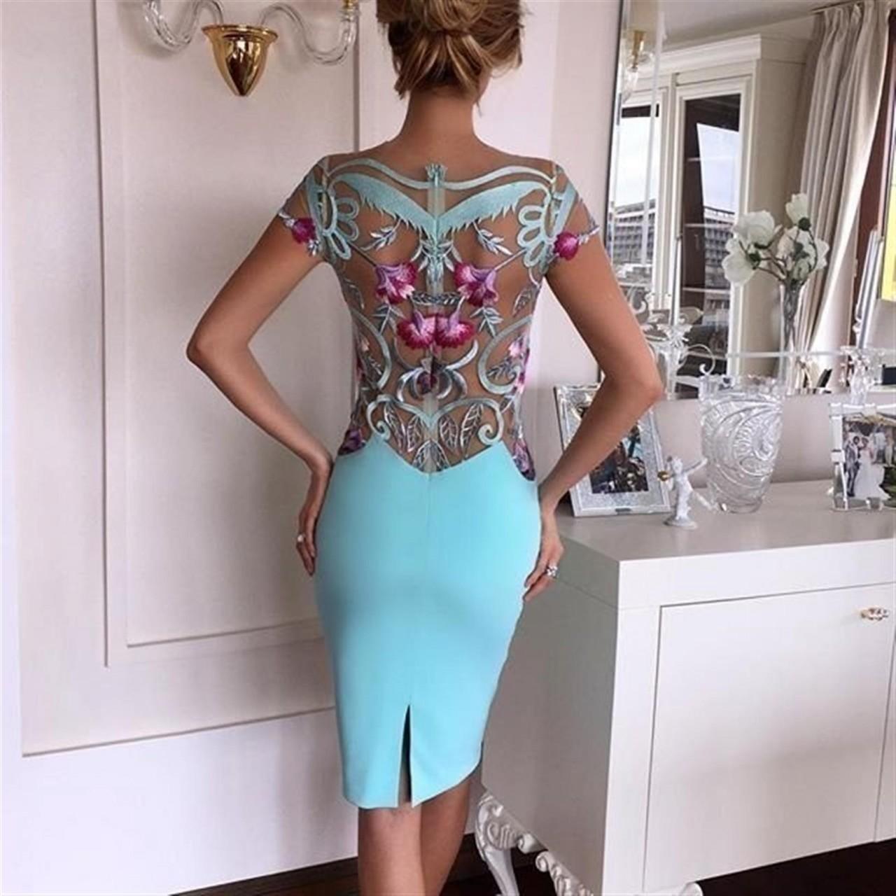 Оцените декор платья!