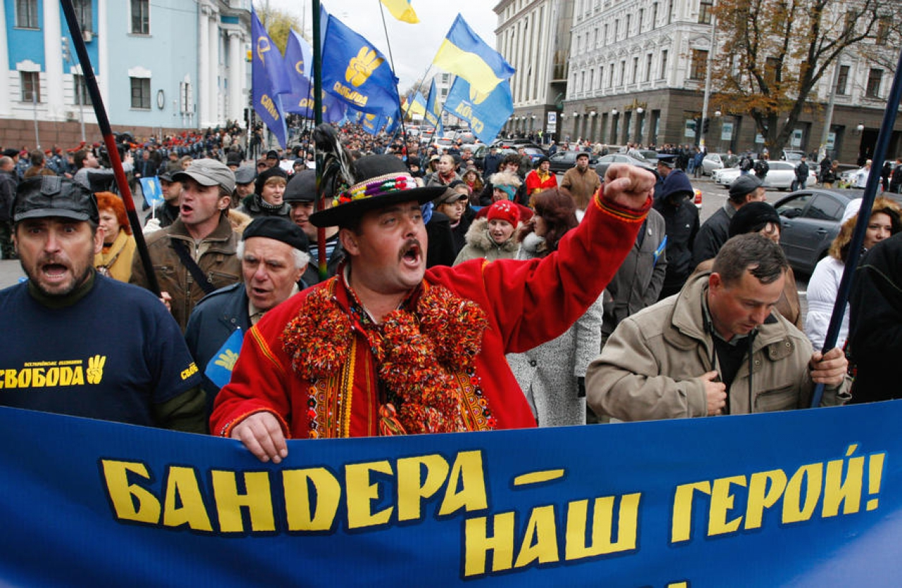 США и ЕС лепят из Украины нацистского Голема