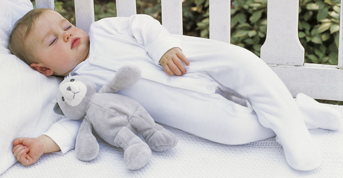 Как приучить ребенка спать в кроватке