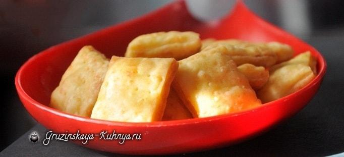 Как приготовить сырные чипсы
