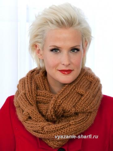 Эффектный шарф-хомут с большой рельефной цепью