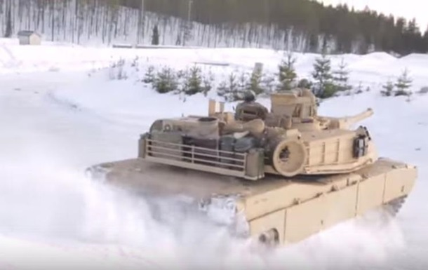 Американские военные устроили унылый дрифт на танках