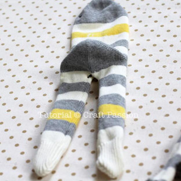 Мягкая игрушка из носок