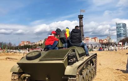 В Петербурге закрыли дело против предпринимателя, катавшего детей на танке