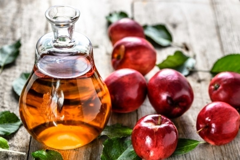 Диетолог рассказывает, как яблочный уксус улучшает процесс сжигания жира в области живота