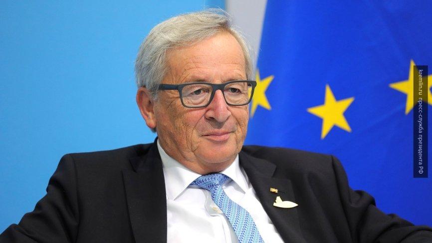 Глава Еврокомиссии передразнил танцевальные движения Терезы Мэй