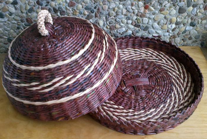 Плетение из газет. Овальные и круглые ХЛЕБНИЦЫ с крышками. Мастер-классы (19) (700x468, 477Kb)