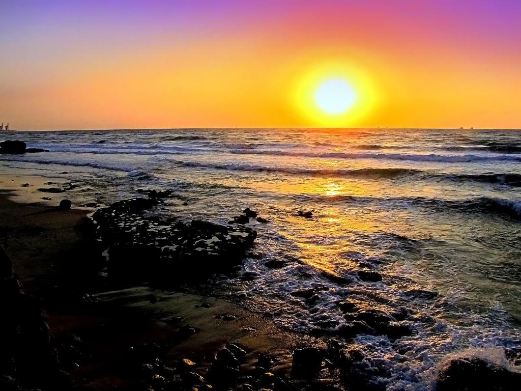 А на закате у моря...