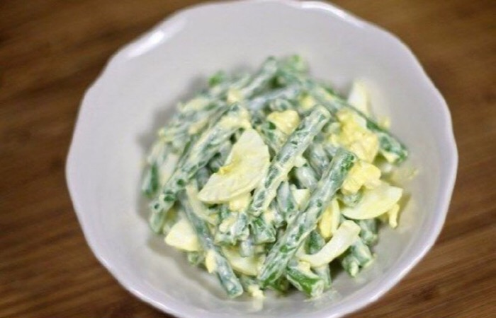 Простой и вкусный салат из зеленой фасоли и яиц