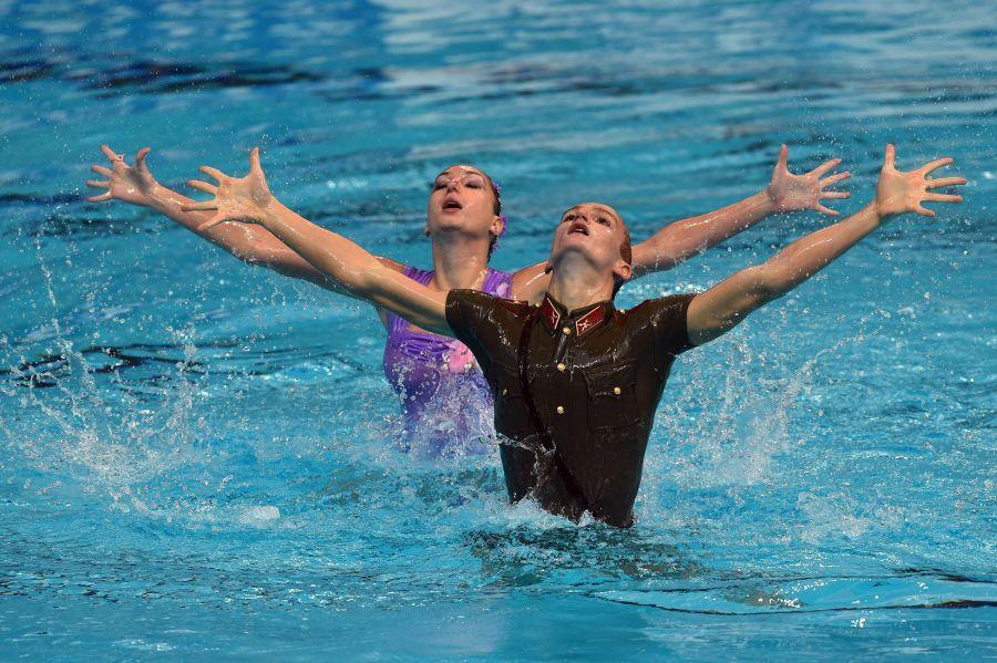 Российский пловец в форме солдата вызвал фурор на чемпионате мира