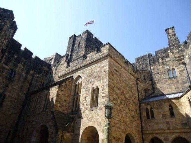 Каменные стены замка