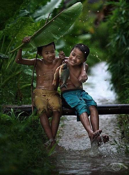 И как бы трудно не было - смейся над этой жизнью, потому что жизнь - смешна.