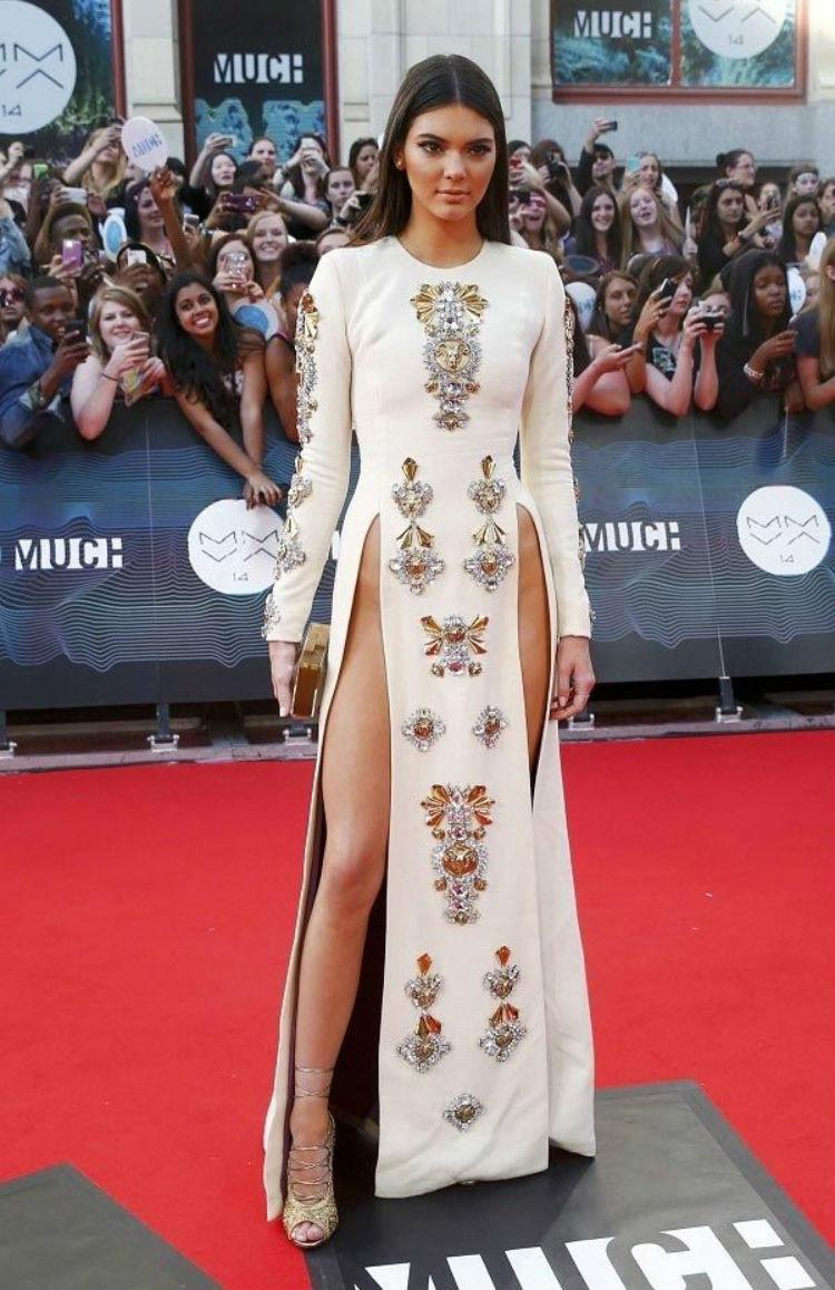 Утонченная Кендалл Дженнер на балу Met Gala, 2015 год история, платье