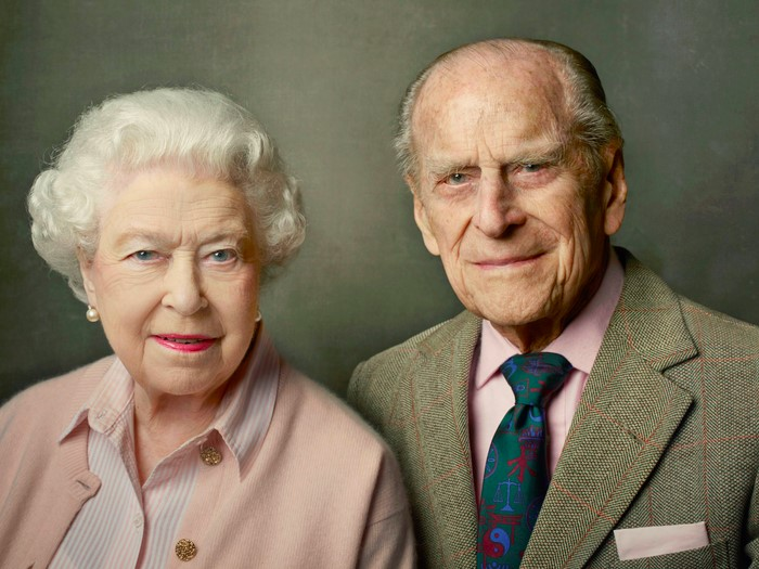 Почему английская королева празднует день рождения дважды в год
