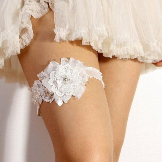 Вот зачем нужна свадебная подвязка! Вы не поверите...