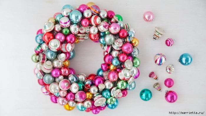 Новогодние венки из елочных шаров (32) (700x393, 194Kb)