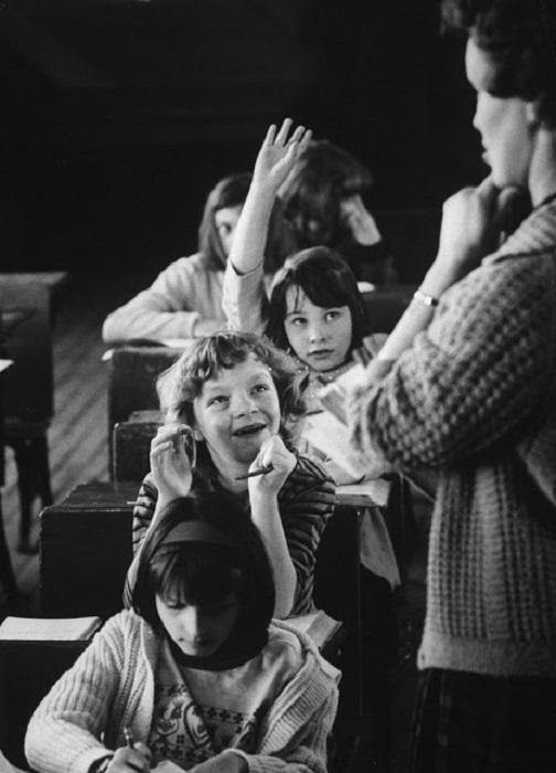 Дети, обучающиеся в единственной школе в долине.