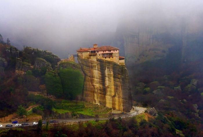 Фото Монастыри Метеоры, Греция. 19 (700x473, 43Kb)