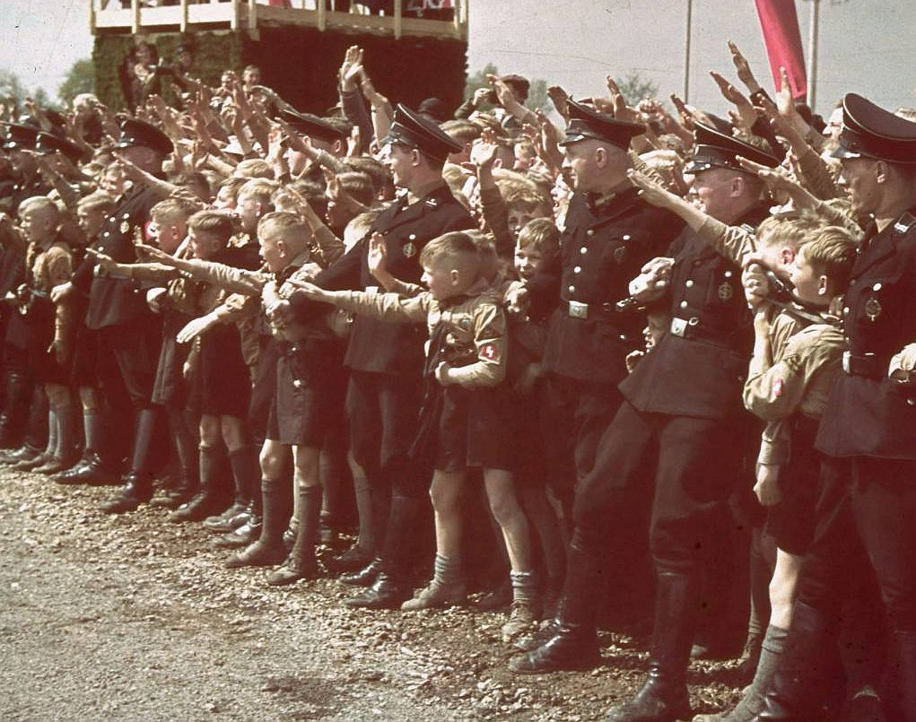 """Миф """"общества счастья"""" в Третьем рейхе:  как фашисты создавали немецких  """"свидомых"""""""