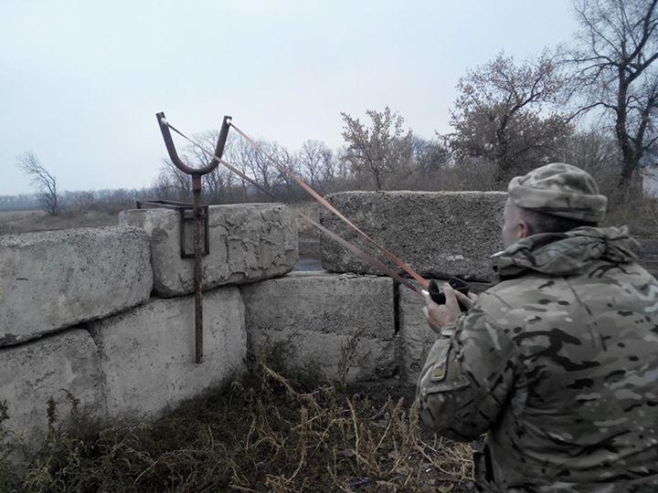 Воскресенье! :) Украина разработала... рогатку, чтобы воевать с ополчением на Донбассе.