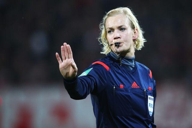 Футбольный арбитр Наталья Авдонченко: Мы не должны судить мужчин
