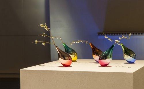 Необычные вазы, реагирующие …