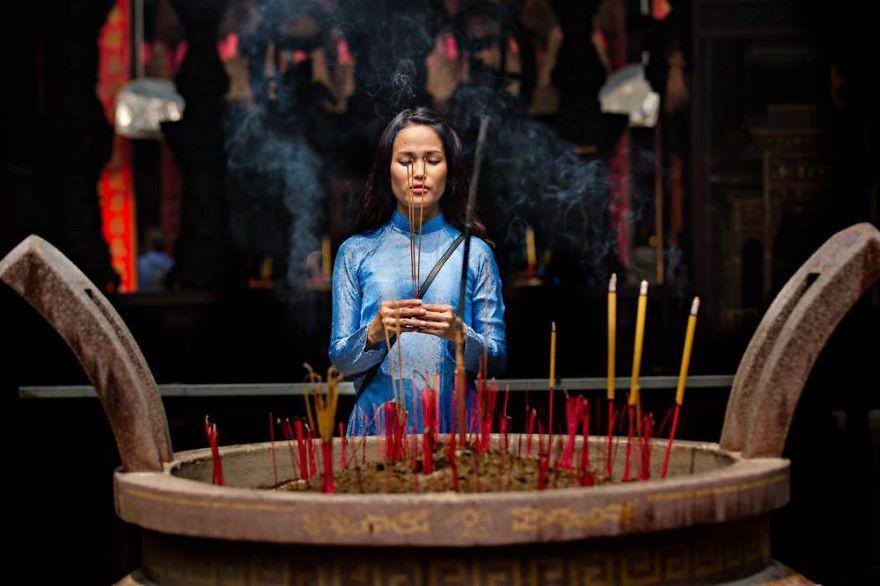 Красота Вьетнама: женщины в традиционном костюме аозай