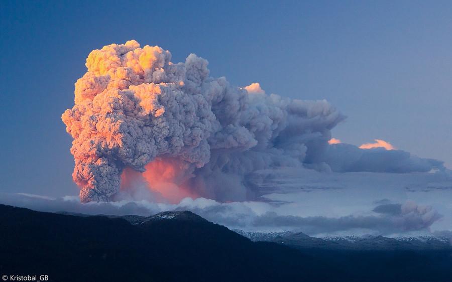 Извержение Каулле вулкан, фото