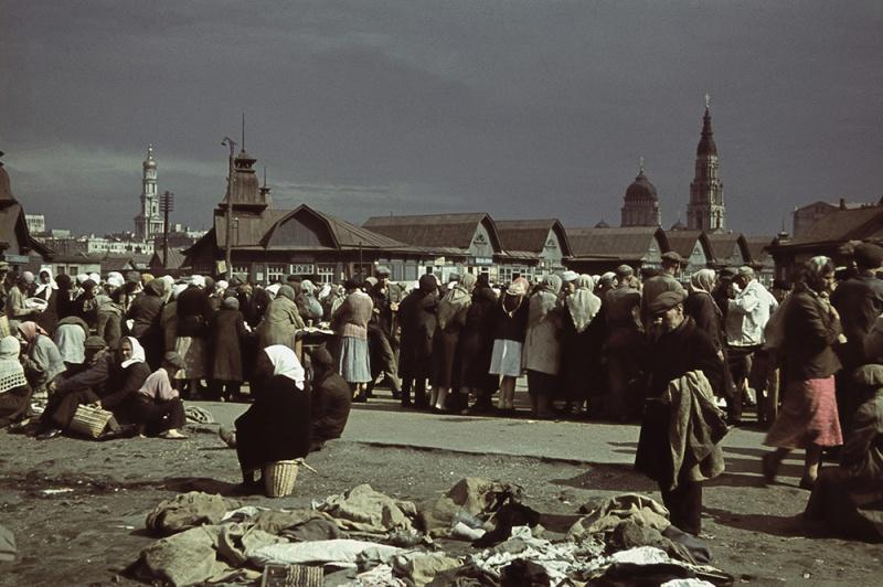 Рынок в оккупированном Харькове, 1942