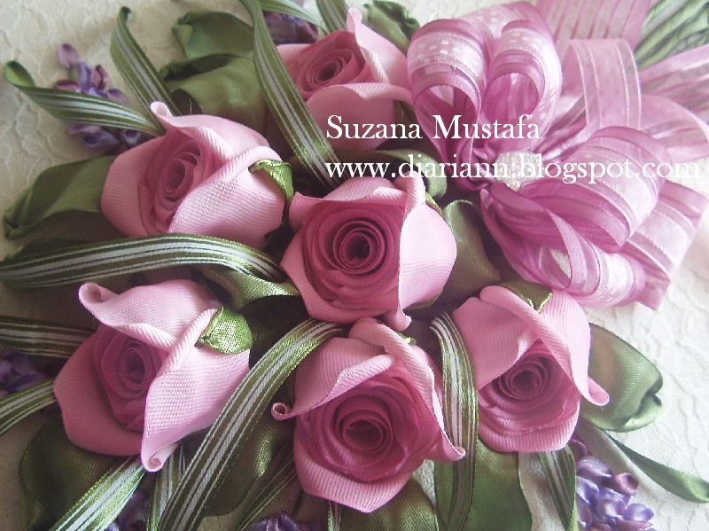 Роскошные объемные розы из атласных лент