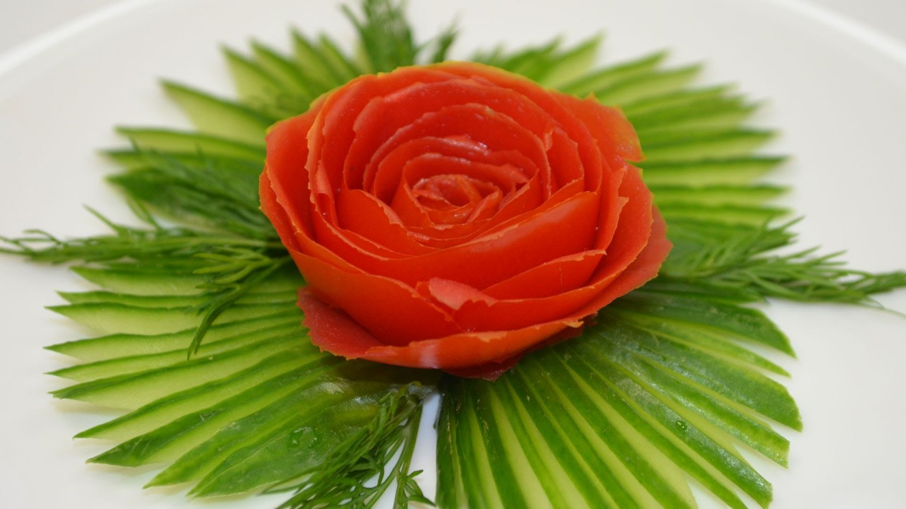 Как сделать украшение из огурца и помидора