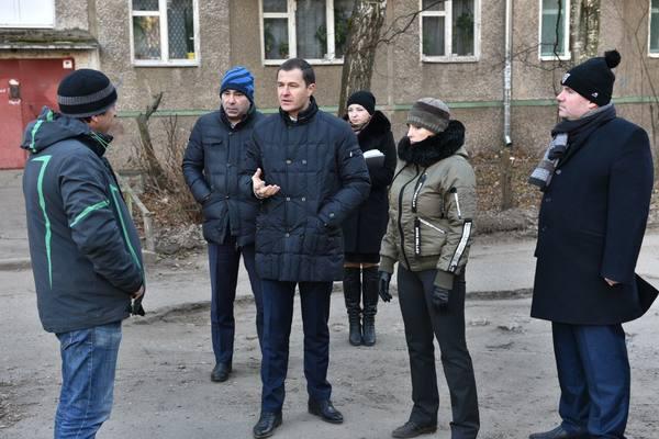 Владимир Волков отправился в Дзержинский район, чтобы решить проблемы местных жителей