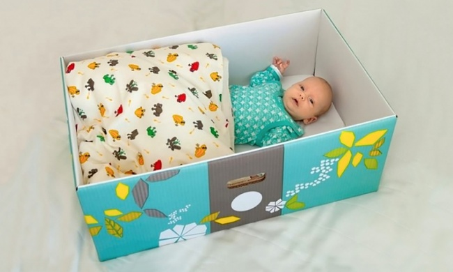 Вот уже 75 лет беременным женщинам Финляндии государство дарит коробку