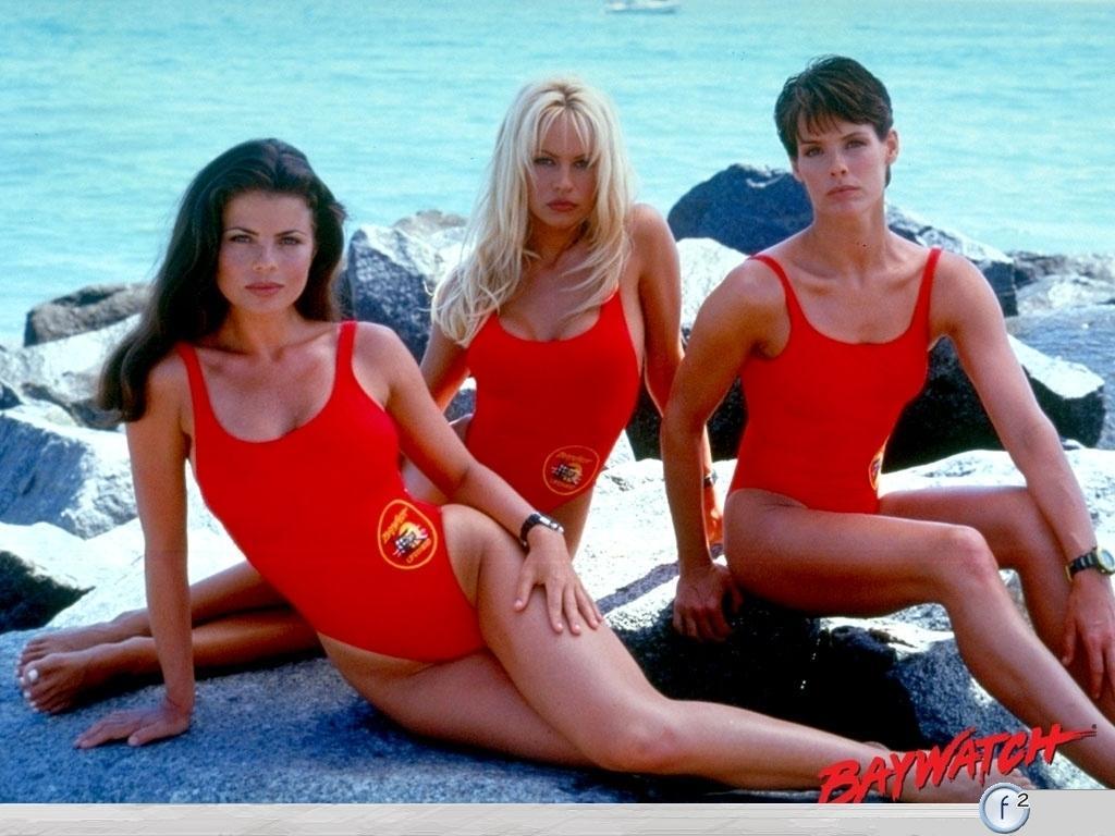 Самые эффектные актрисы, сыгравшие спасательниц Малибу. Какие они сейчас?