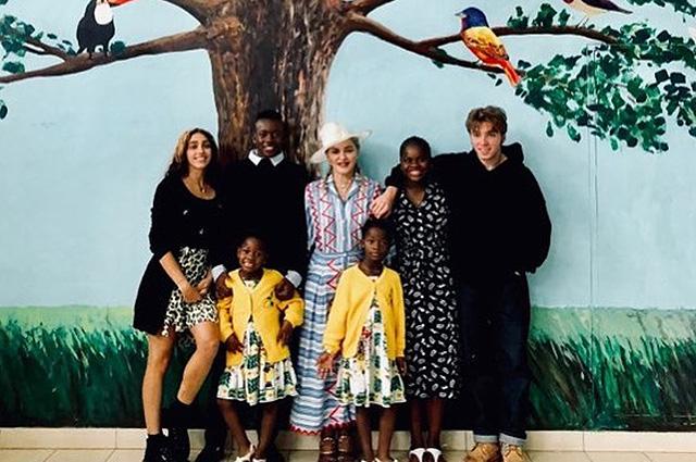 Мадонна со всеми своими деть…