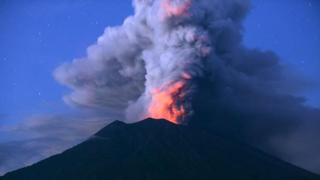 Катастрофа Бали: извержение огромного вулкана поставило под угрозу сказочный остров