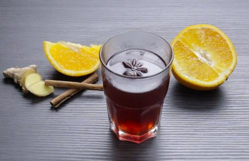 Глинтвейн с черным чаем и миндалем