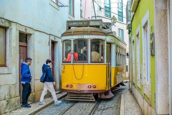 Врезультате схода трамвая срельсов вЛиссабоне пострадали 28 человек
