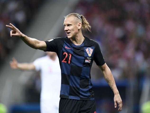 Допрыгался: хорватский футболист Вида чудом избежал падения с крыши автобуса