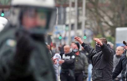 Как позиция Меркель по мигрантам грозит Европе развалом