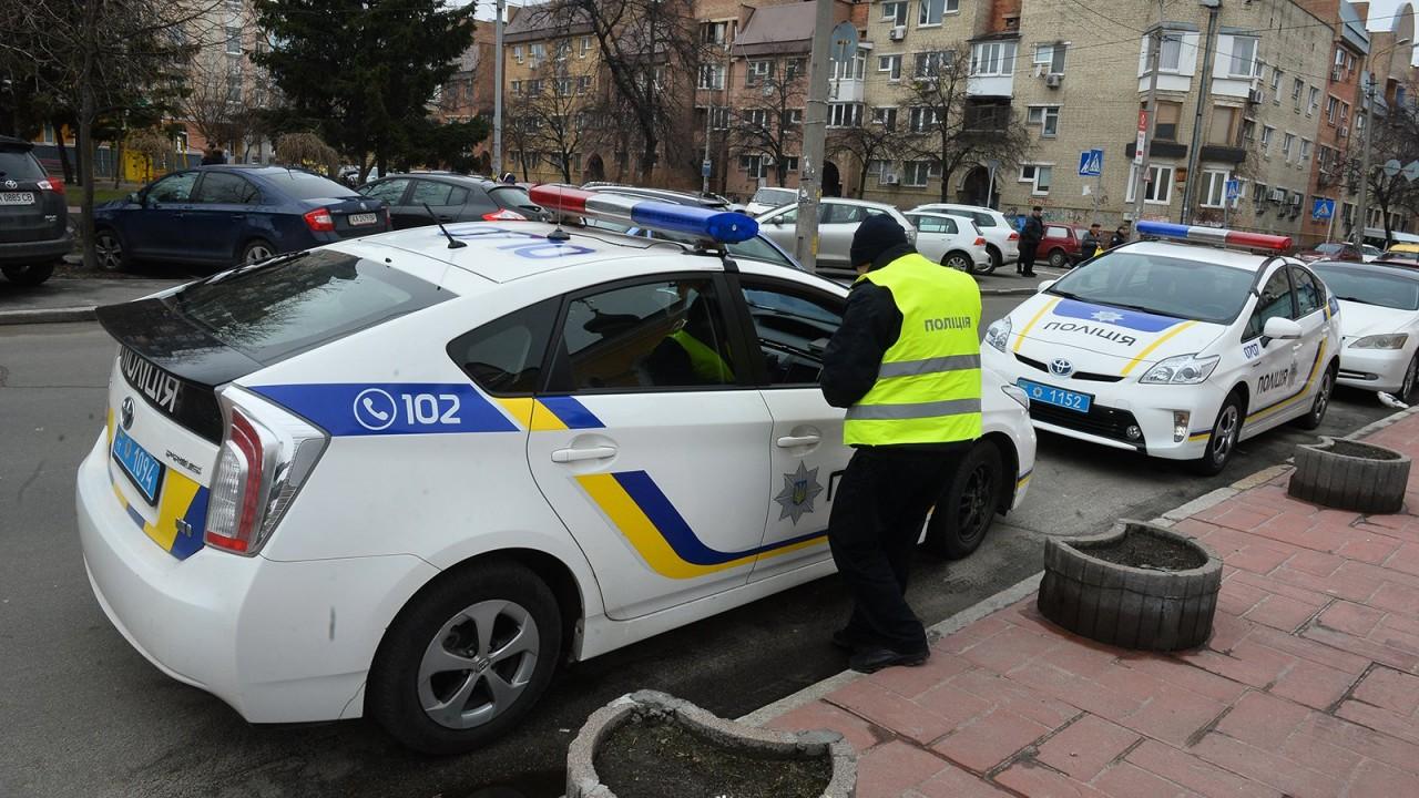 В центре Киева автокран без тормозов протаранил около 20 машин